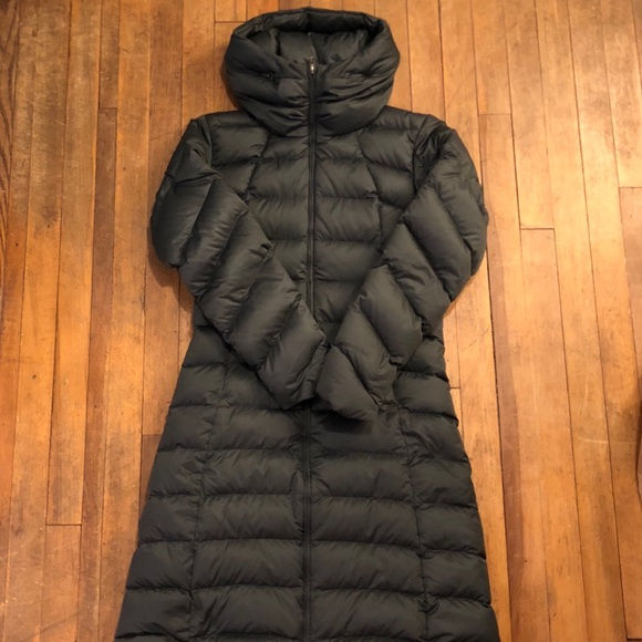 Patagonia Women s Downtown Parka. M 5a7f706f8df470d900500c19 2628e26a1cee